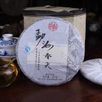 """Yunnan """"MengHai Chun Jian"""" Uncooked Pu erh Tea Beeng, Old Tree RAW er Cake Cha 勐海春尖普洱茶生饼"""